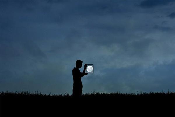 """Bộ ảnh """"Chơi Trăng"""" vui nhộn cùng nhiếp ảnh gia Adrian Limani"""