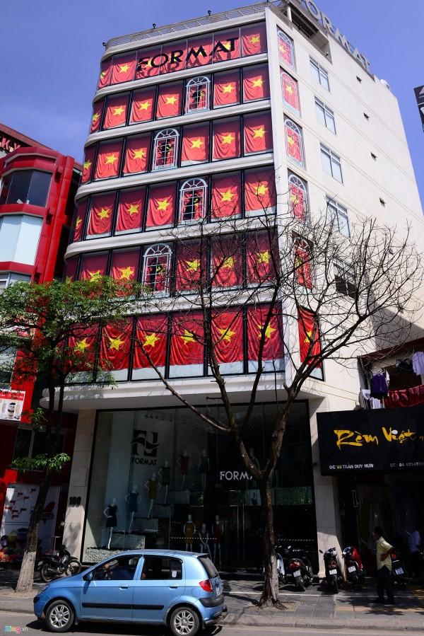 Hà Nội và 2 tòa nhà phủ kín cờ Tổ Quốc-2