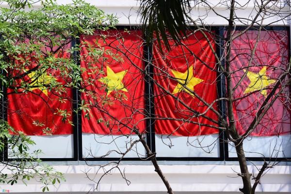 Hà Nội và 2 tòa nhà phủ kín cờ Tổ Quốc-5