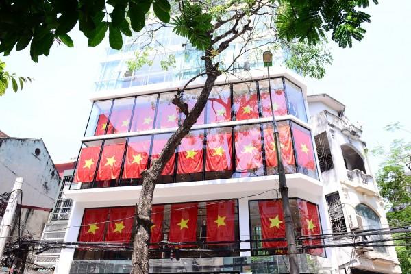 Hà Nội và 2 tòa nhà phủ kín cờ Tổ Quốc-7