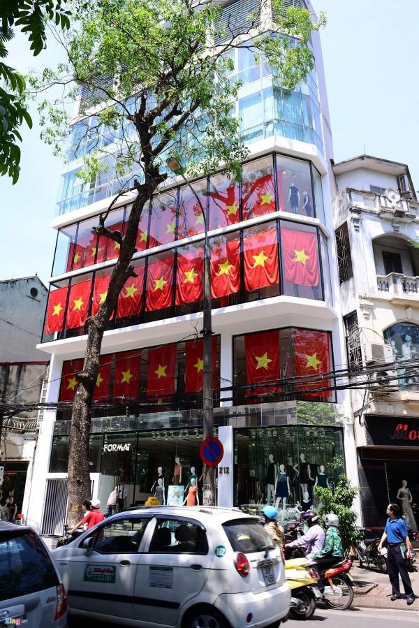 Hà Nội và 2 tòa nhà phủ kín cờ Tổ Quốc-8