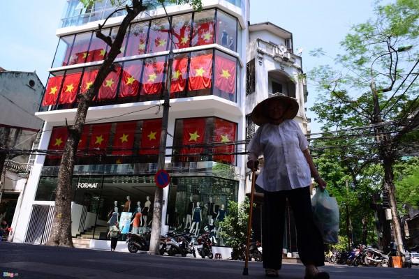 Hà Nội và 2 tòa nhà phủ kín cờ Tổ Quốc-9