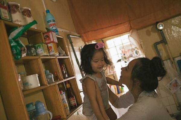 """20/10- Bộ ảnh """"Gà Mái"""" và góc nhìn đầy cảm xúc về những bà mẹ đơn thân-14"""
